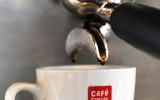Η κατανάλωση έξι ή και περισσότερων φλιτζανιών καφέ την ημέρα αποδεικνύεται ωφέλιμη.