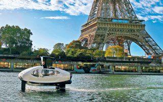 Ξεκινούν στο Παρίσι οι δοκιμές καινοτόμων ηλεκτρικών υδροπτερύγων, που θα καθορίσουν εάν τα φουτουριστικά σκάφη-ταξί είναι αξιόπλοα και έτοιμα να αντιμετωπίσουν το ισχυρό ρεύμα και τη μεγάλη εμπορική κίνηση του Σηκουάνα.