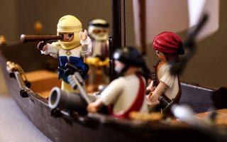 Η Μπουμπουλίνα πολεμάει για την ανεξαρτησία της Ελλάδας. Μικρό δείγμα από την έκθεση «Το '21 αλλιώς: Η Ελληνική Επανάσταση σε διοράματα Playmobil» στο Εθνικό Ιστορικό Μουσείο. Η πρωτότυπη έκθεση αποτελεί μέρος της σειράς εκδηλώσεων «1821: απηχήσεις στο σήμερα», οι οποίες εντάσσονται στις δράσεις που διοργανώνει το Μουσείο για τον εορτασμό των 200 ετών από την Ελληνική Επανάσταση του 1821.