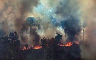 Αν το δάσος του Αμαζονίου ξεπεράσει ένα σημείο καμπής από τις επιθέσεις που δέχεται (πυρκαγιές, διάνοιξη δρόμων), μπορεί ένα μεγάλο μέρος του να αυτοκαταστραφεί και να μετατραπεί σε ζώνη αραιής βλάστησης (σαβάνα). EPA/VICTOR MORIYAMA/GREENPEACE BRAZIL