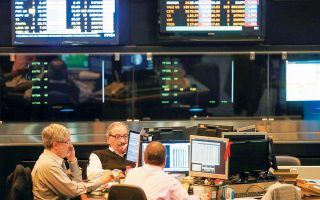 Ιδιαίτερη ανησυχία προκαλεί στους επενδυτές η παρατεταμένη αδυναμία του κλάδου της μεταποίησης και κυρίως στη Γερμανία, που είναι η μεγαλύτερη οικονομία της Ευρωζώνης.
