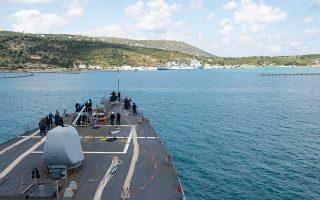 Αμερικανικό πολεμικό πλοίο στη βάση της Σούδας.