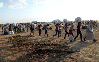 Ο Ερντογάν απειλεί την Ευρώπη ότι, αν δεν χρηματοδοτήσει την εγκατάσταση εκατομμυρίων σουνιτών προσφύγων στα συροτουρκικά σύνορα, όπου κατοικούν κουρδικοί πληθυσμοί, θα ανοίξει τις πύλες προς τη Δύση.