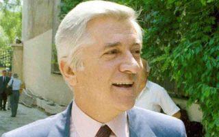 Ο 54χρονος βουλευτής της Νέας Δημοκρατίας, Παύλος Μπακογιάννης, δολοφονείται από την ακροαριστερή τρομοκρατική οργάνωση «17 Νοέμβρη» στην είσοδο της πολυκατοικίας που στεγαζόταν το πολιτικό του γραφείο, στην οδό Ομήρου, στο κέντρο της Αθήνας, το 1989. KATHIMERINI