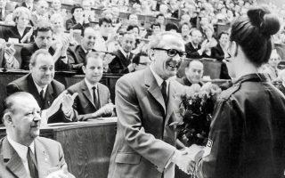 Ο Εριχ Χόνεκερ στην ανατολικογερμανική Βουλή στις 24 Ιουνίου 1971, μετά την ανάρρησή του στο αξίωμα του πρώτου γραμματέα της Κεντρικής Επιτροπής. ASSOCIATED PRESS