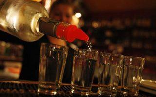 poy-oi-ellines-katanalonoyn-ligotero-alkool-apo-ton-eyropaiko-meso-oro-amp-8211-pagkosmioi-protathlites-oi-eyropaioi0