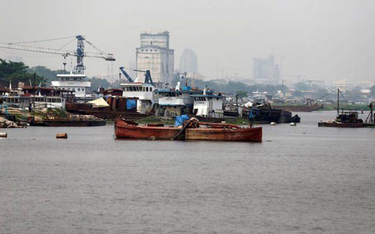 Τουλάχιστον 36 αγνοούμενοι από τη βύθιση πλοιαρίου στον ποταμό Κονγκό