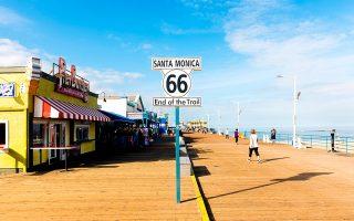 Το τέλος της Route 66 στην προβλήτα της Σάντα Μόνικα, στην Καλιφόρνια. (Φωτογραφία: VISUALHELLAS.GR)
