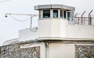 Υψηλόβαθμα στελέχη του υπ. Προστασίας του Πολίτη δήλωσαν στην «Κ» ότι οι έλεγχοι σε κελιά κρατουμένων όλης της χώρας θα συνεχιστούν.