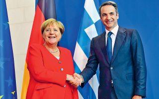 Ο Κυριάκος Μητσοτάκης με την Αγκελα Μέρκελ τον περασμένο μήνα στο Βερολίνο. Δεν αποκλείεται ο πρωθυπουργός να συναντηθεί στη Νέα Υόρκη με τη Γερμανίδα καγκελάριο για το προσφυγικό.