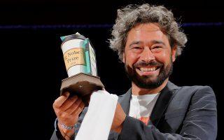 Ο Ιταλός Silvano Gallus αποδέχεται το βραβείο του για τη θεωρία ότι η πίτσα προστατεύει από πρόωρο θάνατο