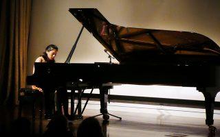 Η νεότατη Τζάνις Καρίσα από την Ινδονησία εγκαινίασε τον φετινό κύκλο μουσικών εκδηλώσεων στη Γεννάδειο. ΣΤΑΥΡΟΣ ΠΑΠΑΖΟΓΛΟΥ