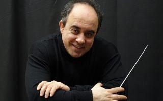 Ο αρχιμουσικός και καθηγητής Γεώργιος Βράνος διευθύνει σήμερα στο Ξέφωτο του Πάρκου Σταύρος Νιάρχος την Κρατική Ορχήστρα Αθηνών.