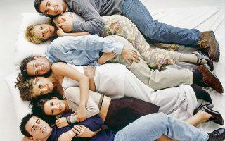 Έξι ταλαντούχοι ηθοποιοί, ο Ματ Λε Mπλανκ,  η Κόρτνεϊ Κοξ, η Τζένιφερ Άνιστον, ο Μάθιου Πέρι, η Λίζα Κούντροου και ο Ντέιβιντ Σουίμερ, ενσάρκωσαν μοναδικά  την παρέα  των «Friends». © NBC/NBCU Photo Bank via Getty Images/ideal image
