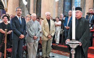 Αριστερά, ο Λ. Βίγκας, σημαντική προσωπικότητα του ελληνισμού.