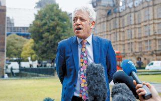 Το βρετανικό Κοινοβούλιο συγκαλείται και πάλι, μετά την ιστορική απόφαση του Ανωτάτου Δικαστηρίου που κρίνει παράνομη τη διακοπή των εργασιών του και, έτσι, θα έχουμε ξανά την ευκαιρία να τρομάξουμε από τις γραβάτες του προέδρου του, Τζον Μπέρκοου. Κρίμα που δεν ζουν οι αείμνηστοι αδελφοί Γιαννακόπουλοι να τον καμαρώσουν...