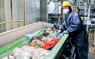 Αν η ανακύκλωση ανεβεί στο 30% και η κομποστοποίηση στο 12% (από 6,5% σήμερα, συμπεριλαμβανομένων προφανώς των κλαδεμάτων), τότε ο στόχος της εκτροπής του υπόλοιπου 50% είναι εφικτός.