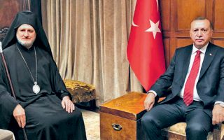 Ο Αρχιεπίσκοπος Αμερικής κ. Ελπιδοφόρος με τον Τούρκο πρόεδρο Ρετζέπ Ταγίπ Ερντογάν, μετά τη συνάντησή τους στη Νέα Υόρκη.