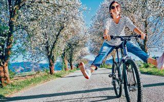 Τα άτομα που έχουν θετική στάση ζωής τείνουν να τρέφονται πιο σωστά, να ασκούνται, να έχουν ισορροπημένη κοινωνική ζωή, φίλους, οικογένεια, και όλοι αυτοί οι παράγοντες τους βοηθούν να διατηρούν την καλή τους υγεία.