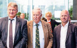 Τα ηγετικά στελέχη της AfD, Κάλμπιτς, Γκάουλαντ και Μόιτεν. H άνοδος του ακροδεξιού λαϊκιστικού κόμματος είναι ραγδαία.