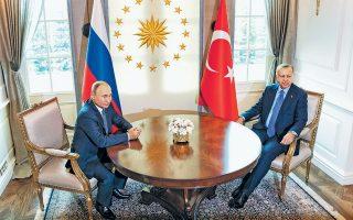 Ο Ρώσος πρόεδρος Πούτιν και ο Τούρκος ομόλογός του Ταγίπ Ερντογάν, κατά τη χθεσινή συνάντησή τους στην Αγκυρα. Παρά τη διχογνωμία τους γύρω από τον συριακό εμφύλιο, έχουν συναντηθεί επτά φορές εντός του 2019.