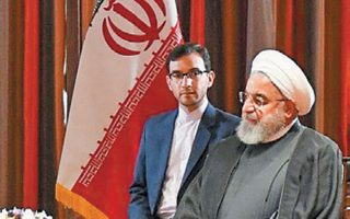 Ο Ιρανός πρόεδρος Χασάν Ροχανί κατά τη συνάντησή του με τον Ιρακινό πρωθυπουργό, στη Νέα Υόρκη.