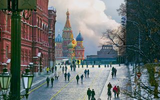 Η Κόκκινη Πλατεία της Μόσχας, με τον καθεδρικό ναό του Αγίου Βασιλείου, έγινε και πάλι σκηνικό κατασκοπευτικής υπόθεσης μεταξύ των υπερδυνάμεων, με τον Αμερικανό πράκτορα να έχει, μάλιστα, στενή σχέση με τον Πούτιν.