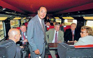 Ο Ζακ Σιράκ, πρόεδρος τότε, στα εγκαίνια της υπερταχείας σιδηροδρομικής γραμμής TGV Παρίσι - Μασσαλία, τον Ιούνιο του 2001.