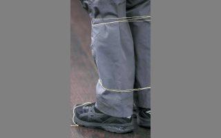 Το μη θανατηφόρο όπλο Bolawrap δοκιμάζεται από την αστυνομία της κωμόπολης Μπελ, στην Καλιφόρνια.