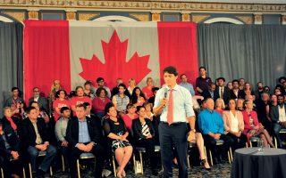 Ερωτήσεις για τις μεταμφιέσεις του δέχθηκε ο πρωθυπουργός του Καναδά Τζάστιν Τριντό, σε συγκέντρωση στο Σασκατούν του Σασκάτσεουαν.