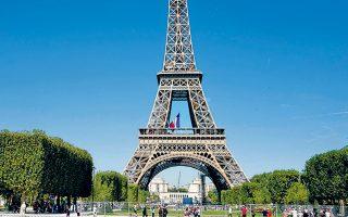 Σε σκουπιδότοπο έχει μετατραπεί το Παρίσι, παρά το γεγονός ότι ο δήμος δαπανά τεράστια ποσά για την καθαριότητα της πόλης.