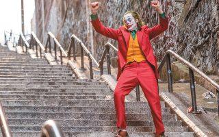 Η ταινία που έχει προκαλέσει τον μεγαλύτερο ενθουσιασμό αυτές τις πρώτες έξι ημέρες του φεστιβάλ έχει στο κέντρο της έναν απίθανο Γιοακίν Φίνιξ στον ρόλο του Τζόκερ.