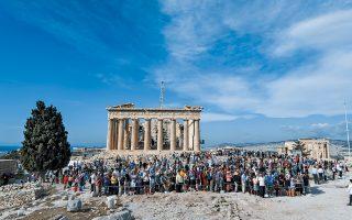 Η υπουργός Πολιτισμού επισήμανε όσα πρέπει να γίνουν για να παρουσιάζει καλύτερη εικόνα η Ακρόπολη, καθώς και ότι χρειάζεται επειγόντως ένα σχέδιο διαχείρισης των επισκεπτών.