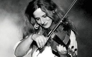 Η Ευανθία Ρεμπούτσικα δίνει συναυλία στο Βεάκειο θέατρο Πειραιά.