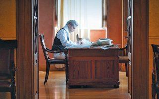 Ο Ιωάννης Καποδίστριας προσεγγίζεται μέσα από τα ιστορικά αρχεία αλλά και τις αμέτρητες επιστολές της αλληλογραφίας του με Ελληνες και ξένους.