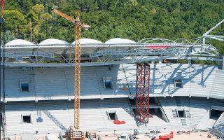 Η ολοκλήρωση της κατασκευής του στεγάστρου στο νέο γήπεδο της ΑΕΚ προχωράει, με τις εξέδρες να καλύπτονται κατά το ήμισυ και στο βόρειο πέταλο να έχει αρχίσει η τοποθέτηση μέρους της μεμβράνης.