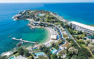 Με τη δικαστική απόφαση, επιδικάστηκε στον ξενοδοχειακό όμιλο που διαχειρίζεται το Grand Resort Lagonissi ποσό άνω των 56 εκατ. Εάν συνυπολογιστούν οι τόκοι που αξιώνει ο όμιλος Μαντωνανάκη, το ποσό αυτό πλησιάζει τα 80 εκατ. ευρώ.