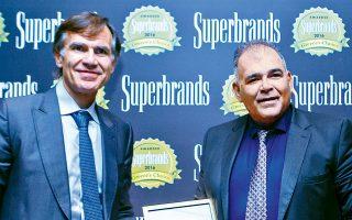 Τον Απρίλιο του 2017 η Creta Farms πήρε το πρώτο βραβείο ως η κορυφαία ελληνική επωνυμία στην κατηγορία των ειδών διατροφής και οι ιδιοκτήτες της εταιρείας Μ. Δομαζάκης (αριστερά) και Κ. Δομαζάκης (δεξιά) φωτογραφίζονταν κρατώντας την τιμητική διάκριση. Δυόμισι χρόνια μετά, μοιάζουν να κάνουν ό,τι μπορούν για να καταστρέψουν το όνομα της εταιρείας τους.