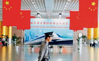 Βάσει της κινεζικής νομοθεσίας, οι εταιρείες του ιδιωτικού κλάδου, συμπεριλαμβανομένων των ξένων, υποχρεούνται να ενσωματώνουν εκπροσώπους του Κομμουνιστικού Κόμματος.