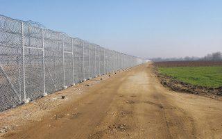 «Χρειαζόμαστε άμεσα τουλάχιστον 500 συνοριοφύλακες», λέει αστυνομική πηγή στον Εβρο (στη φωτ. ο φράκτης στα ελληνοτουρκικά σύνορα).