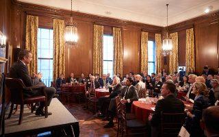 Μιλώντας από στήθους σε πολλές συναντήσεις του στη Νέα Υόρκη, ο πρωθυπουργός απηύθυνε το μήνυμα ότι η Ελλάδα ξανασυστήνεται ως «μια χώρα αξιόπιστη, που έχει αφήσει πίσω της τη μιζέρια» (φωτ. από το πρόγευμα εργασίας του Council on Foreign Affairs). ΑΠΕ-ΜΠΕ/ΓΡΑΦΕΙΟ ΤΥΠΟΥ ΠΡΩΘΥΠΟΥΡΓΟΥ/ΔΗΜΗΤΡΗΣ ΠΑΠΑΜΗΤΣΟΣ