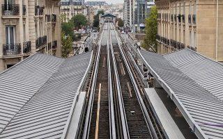 Ερημωμένος σταθμός τρένου στο Παρίσι, λόγω της απεργίας στις γαλλικές συγκοινωνίες.