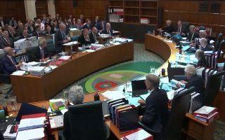 Ο νέος θεσμός δεν δεσμεύεται από τις παραδόσεις της Βουλής ή των παραδοσιακών βρετανικών δικαστηρίων. Τα μέλη του Ανωτάτου Δικαστηρίου δεν φορούν περούκες και τηβέννους.