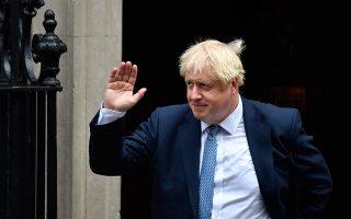 Ο Βρετανός πρωθυπουργός μέσα στον μήνα που διανύουμε έχασε την κοινοβουλευτική πλειοψηφία, είδε βουλευτές να εγκαταλείπουν τους Συντηρητικούς, ενώ βγήκε ηττημένος και στις έξι κρίσιμες ψηφοφορίες που διεξήχθησαν στο Κοινοβούλιο. EPA/NEIL HALL