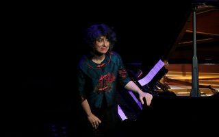 Και τις καθαρά πιανιστικές αρετές και τις ερμηνευτικές ποιότητες για τη μουσική του Σκαλκώτα διαθέτει η Λορέντα Ράμου.