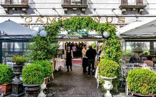 Γκράντε ατμόσφαιρα στο θρυλικό Gran Caffe Gambrinus. (Φωτογραφία: Αλεξάνδρος Αντωνιάδης)