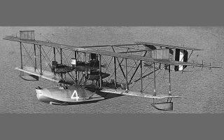 Το NC-4, το μόνο υδροπλάνο που έφτασε στον προορισμό του.