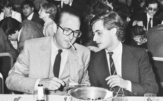 Ο, τότε, Δήμαρχος Παρισιού και Πρόεδρος του κόμματός του «Rally for the Republic», Ζακ Σιράκ με τον υπεύθυνο της νεολαίας του κόμματος, Νικολά Σαρκοζί στις 24 Μαρτίου του 1981.