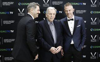 Ο σκονοθέτης της ταινίας «Ενήλικοι στο Δωμάτιο», Κώστας Γαβράς (Κ) και οι πρωταγωνιστές Αλέξανδρος Μπουρδούμης (Α) και ο Χρήστος Λούλης (Δ), φωτογραφίζονται στην πρεμιέρα της ταινίας, κατά τη διάρκεια της τελετής λήξης του φεστιβάλ