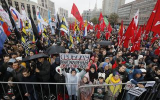 """A protester holds a banner reading """"Freedom to political prisoners! They haven't to be arrested!"""" during a rally to support political prisoners in Moscow, Russia, Sunday, Sept. 29, 2019. (AP Photo/Dmitri Lovetsky)"""